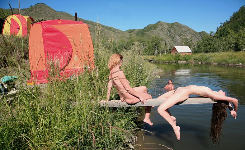 Как девушки купаются бане фото 473-92